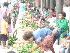 Am Markttag versucht jeder, durch den Verkauf selbst angebauten Gemüses etwas Geld zu verdienen.