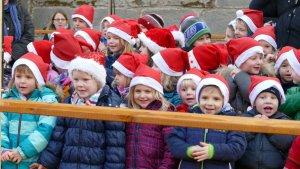 Weihnachtswichtel des Kinderhauses Regenbogen beim Weihnachtsmarkt 2015 (Foto Huth)