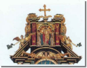 Der auferstandene Christus im oberen Teil des barocken Hauptaltars