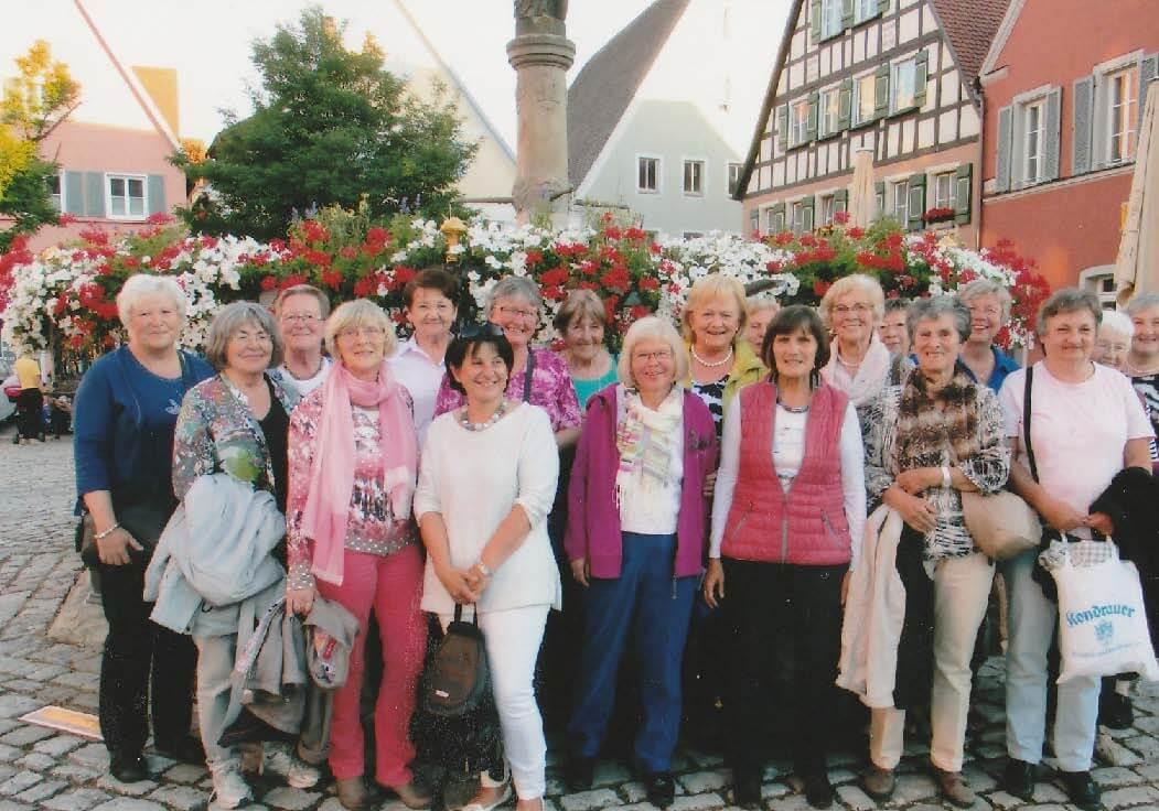 Die Frauenkreisgruppe beim letzten Ausflug zu den Kreuzgangfestspielen nach Feuchtwangen.
