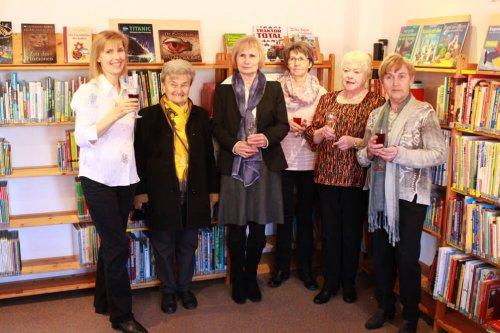 v.l.n.r. Dagmar Linß, die erste Leiterin der Bücherei Paula Dürr, Christel Ohr, Rita Hörmann, Marie-Luise Klink und Anne Buchholz