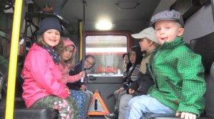 Spannend: im Feuerwehrauto