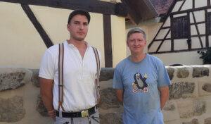 Jacob Petzold und Dominik Reyther haben die Kirchhofmauer vorbildlich restauriert
